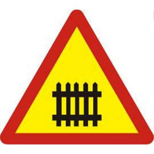 Biển báo giao nhau với đường sắt có rào chắn